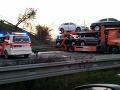 Nákladné auto valcovalo diaľnicu D2: Na mieste nehody sa zranila jedna žena