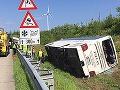 Autobus s Poliakmi prešiel naše hranice a potom sa to stalo: FOTO Hororová nehoda, 10 zranených!