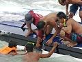 Prevrátenie člna pri Borneu prežilo 42 ľudí: Osem životov už nezachránili