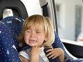 Ďalšie dieťa zabudnuté v rozpálenom vozidle: Incident desí rodičov detailom, z ktorého mrazí