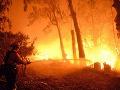 Obrovský požiar na juhovýchode Francúzska: Zasahujú stovky hasičov