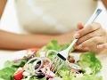 Nové varovanie pre dovolenkárov: Dvaja ľudia zomreli po nákaze nebezpečnou baktériou v jedle