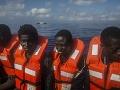 Záchranári vytiahli z vôd Stredozemného mora vyše 500 migrantov, osmim už nepomohli