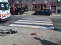 Bláznivá jazda za bieleho dňa skončila tragédiou: Eve zrazilo na priechode mamičku