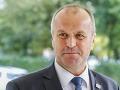 SaS vyčíta ministrovi Gajdošovi, že za rok a pol nevie prijať kľúčové strategické rozhodnutie