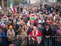V Budapešti pokračuje séria protivládnych pochodov: Do ulíc vyšli desaťtisíce ľudí