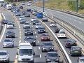 Vodiči, ukázali ceny diaľničných známok na rok 2017: Návod, ako si ich kúpiť, prehľad cien v zahraničí