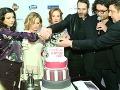 Tvorcovia a predstavitelia filmu Všetko alebo nič prekrojili tortu.