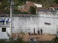Akrobatický kúsok Američana na Bali: Pri úteku z väzenia preskočil šesťmetrový plot