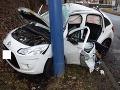 FOTO Dopravná nehoda vo Zvolene: Mladá vodička sa vážne zranila, narazila do stĺpa