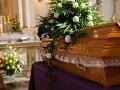 V Česku navrhujú zákaz reklamy pohrebných služieb blízko nemocníc