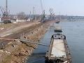 Z bulharskej nákladnej lode vypadol do Dunaja natierač: Pátrajú po ňom všetky zložky