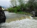 Na severe Slovenska voda stále stúpa: Zaliala stovky domov, podmyté sú mosty a cesty