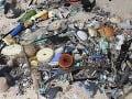 V Grécku štrajkujú smetiari: Odpad na uliciach sa hromadí, trpieť budú aj turisti