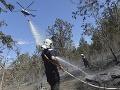 Požiar na pobreží turistického letoviska, návštevníkov museli evakuovať