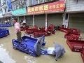 Thajsko trápia povodne: O život pripravili 23 ľudí, spôsobili miliónové škody