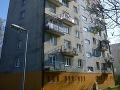 Dráma na bratislavskom sídlisku: Zo štvrtého poschodia paneláku vypadlo dieťa