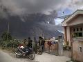 Celý ostrov Sumatra v strachu: Sopka Sinabung opäť vychrlila popol a sopečný plyn