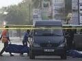 Teror v Burkina Faso: Streľba na zákazníkov pred hotelom, 18 mŕtvych, medzi nimi osem cudzincov