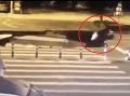 VIDEO Muž sa hral s mobilom počas jazdy na skútri: Zrazu sa otvorila zem a...