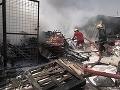 Výbuch bomby na trhovisku