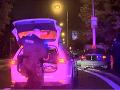 VIDEO Policajná naháňačka v Bratislave: Šialená jazda s rodinou skončila haváriou, to nebolo všetko