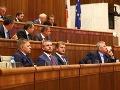 MIMORIADNY ONLINE V parlamente to vrie pre platy! Fico riskuje pád vlády, Bugár pripúšťa koniec