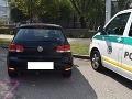 Vodič v Bratislave vrazil do zaparkovaného auta a ušiel: Videli ste ho?