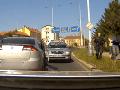 Zbesilá naháňačka ulicami Prahy: VIDEO Náraz, útek a dolapenie nadrogovaného vodiča (31)