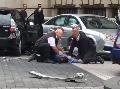 Auto vrazilo do davu ľudí pred múzeom v Londýne: VIDEO Na mieste je niekoľko zranených