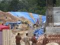 Nešťastie na stavenisku v Malajzii: Pôda zasypala 20 robotníkov, sú nezvestní