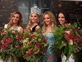 Miss Universe SR 2013 Jeanette Borhyová s tohtoročnými víťazkami.