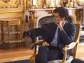 Trapas počas rokovania vlády: VIDEO Macronov pes vykonal potrebu priamo v sále