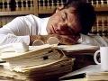 Zažívate v práci poobedňajšiu ospalosť? Dodržiavajte týchto 10 krokov a vyhnete sa jej
