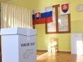 Snímka z hlasovacej miestnosti počas volieb do orgánov samosprávnych krajov v Trnave