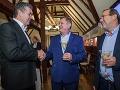 Kandidát na post predsedu NSK Milan Belica (v strede), primátor mesta Nitra Jozef Dvonč (vľavo) a poslanec NR SR za stranu Smer-SD Tibor Glenda
