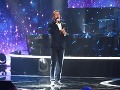 Herec Juraj Bača počas večera aj zaspieval.