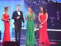 Prezidentka nadácie Kvapka nádeje Vendula Pizingerová počas večera oznámila, že moderátorka Adriana Kmotríková kvôli chorobe ukončila členstvo v správnej rade Kvapky nádeje.