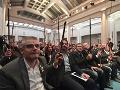 Puigemont sa dnes dočkal podpory: Prišlo za ním asi 200 katalánskych starostov