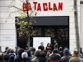 FOTO Pred Bataclanom si pripomenuli hrôzy terorizmu: Úctu 130 obetiam vzdala celá krajina