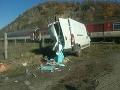 PRÁVE TERAZ V Tlmačoch sa dodávka zrazila s rýchlikom: FOTO Bolo v ňom 500 cestujúcich