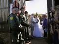 Láska nepozná hranice: Snúbenci sa vzali na nevšednom mieste, na protest proti Trumpovi
