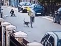 Zlodej chcel okradnúť nič netušiacu ženu: Zrazu sa dal na útek, VIDEO drsnej príučky