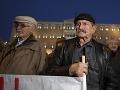 FOTO Veľký protest penzistov: Proti škrtom v dôchodkoch sa postavili tisíce