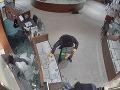 VIDEO megalúpeže v bratislavskom klenotníctve: Akcia ako z Hollywoodu, za minútu 890-tisíc vo vrecku