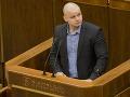 Poslanec za Kotlebovu ĽSNS Milan Mazurek sa postaví pred sudcu vo februári