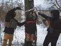 VIDEO Z kotlebovcov sa opäť smeje celé Slovensko: Zakrádajú sa lesom a znásilňujú blondínku