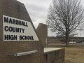 Študent spustil paľbu priamo v škole: Zabil dvoch spolužiakov, ostatní v panike utekali
