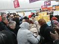 V obchodoch zlacneli obľúbenú pochúťku Slovákov: VIDEO Strhlo sa nenormálne šialenstvo