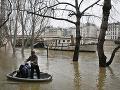 Parížska Seina dosahuje hrozivé čísla: FOTO Materiálne škody budú veľké